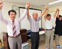 拍手に応える(左から)田村衆院議員、植木、住吉、しんどめ各市議=9月24日、福岡県宗像市