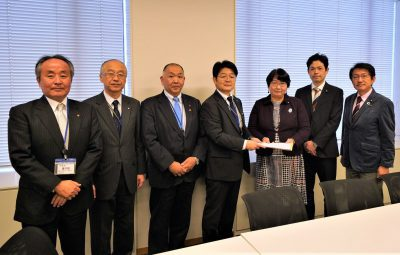 国労の代表者から要請を受ける(右から)日本共産党の田村、武田、高橋の各議員=3日、衆議院第2議員会館