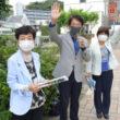 っせい宣伝で訴える(左から)藤沢、田村、高瀬各氏=14日、北九州市小倉南区