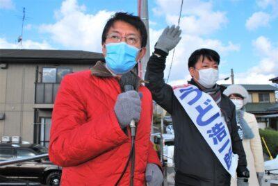 下関北九州道路よりも保健所の復活をと訴える(左から)田村、うど両氏=17日、北九州市小倉南区