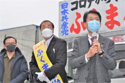 ふくま候補(中央)の出発式で訴える田村氏(右)=14日、大分市